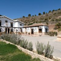 8 Bed, 8 Bath Country house with Hotel Licence